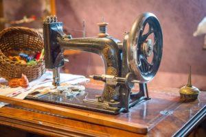 eine alte nähmaschine